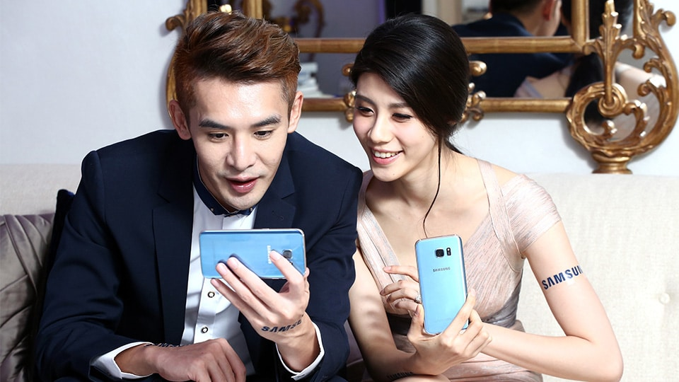 Galaxy S7 Edge Blue Coral Looks Very Desirable